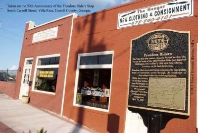 Freedom Riders Marker in front of 106 South Carroll Road, Villa Rica, Georgia image. Click for full size.