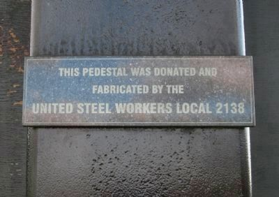 Plaque on Pedestal image. Click for full size.