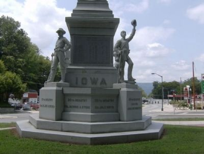 Iowa Monument facing North. Photo, Click for full size