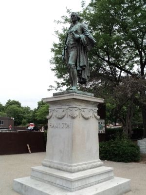 Alexander Hamilton Statue image. Click for full size.
