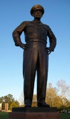 Dwight David Eisenhower Statue image. Click for full size.