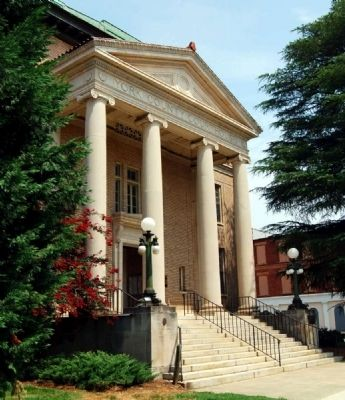 York County Courthouse Portico image. Click for full size.