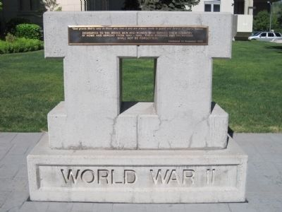 World War II Memorial on the Grounds of the Washoe County Courthouse. image. Click for full size.