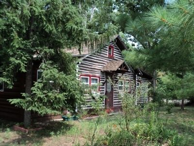 Lake Pine Log Cabin image. Click for full size.