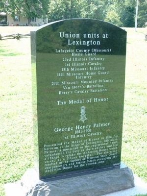 Union Memorial (back) - Near Gravesite at Entrance to Battlefield image. Click for full size.