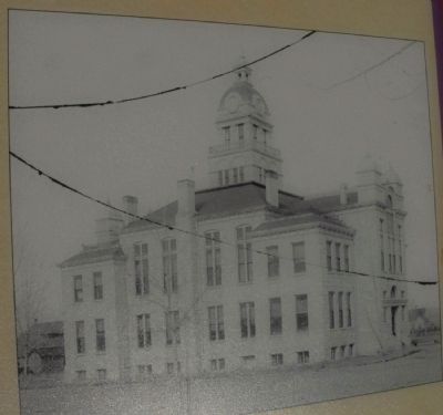 Old Courthouse image. Click for full size.