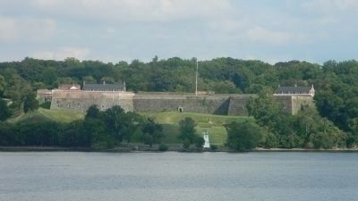 Fort Washington viewed from the George Washington Parkway near Fort Hunt Park, Virginia image. Click for full size.