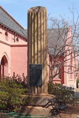 First Presbyterian Church and its Confederate Veterans Monument image. Click for full size.
