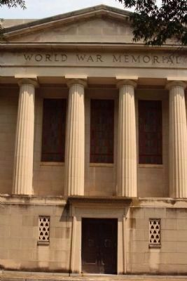University of South Carolina World War Memorial on campus image. Click for full size.