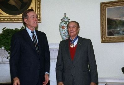 President George H.W. Bush presents Senator Strom Thurmond with the Medal of Freedom Photo, Click for full size