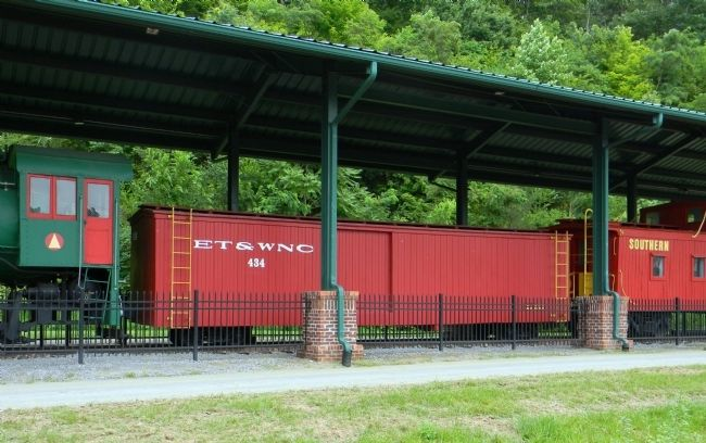 Tennessee and Western North Carolina Railroad wooden narrow gauge box car image. Click for full size.