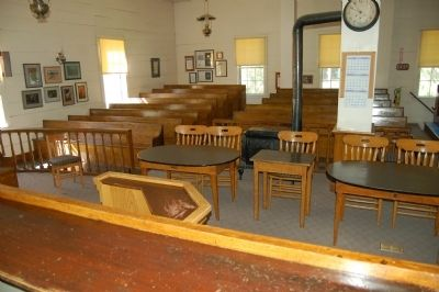 Mariposa County Court House Courtroom image. Click for full size.