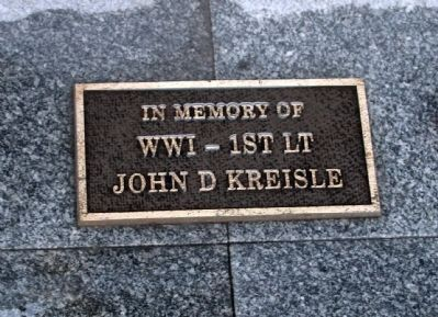 "Left Plaque - - ""In Memory of WW I - 1st Lt John D. Kreisle"" Photo, Click for full size"