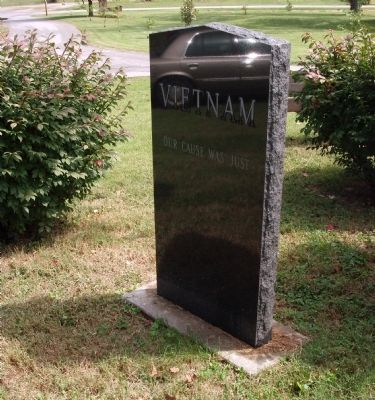 Obverse Side - - Vietnam Honor Roll Marker image. Click for full size.