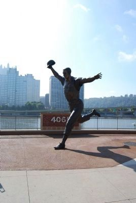 Bill Mazeroski Statue image. Click for full size.