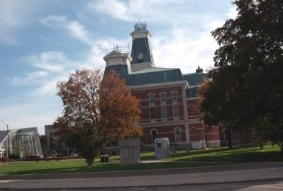 Bartholomew County Courthouse -and- the W.W. I Memorial image. Click for full size.