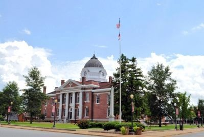 Confederate Flag Pole and the Early County Courthouse image. Click for full size.