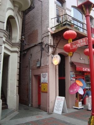 The Entrance to Fan Tan Alley image. Click for full size.