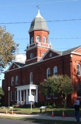 Snow Hill Town Marker and Courthouse image. Click for full size.