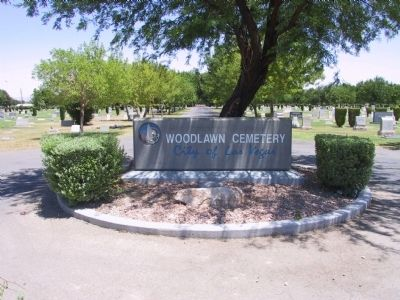 Woodlawn Cemetery image. Click for full size.
