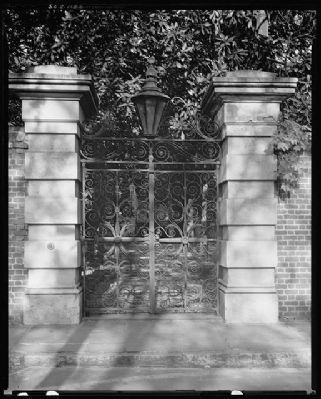 32 Legare Street Sword Gate House image. Click for full size.
