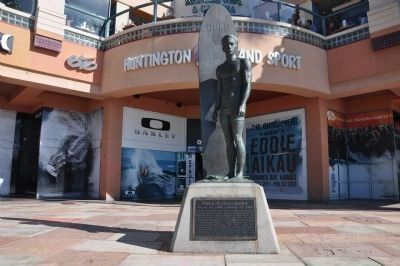 Duke Kahanamoku Marker and Statue image. Click for full size.