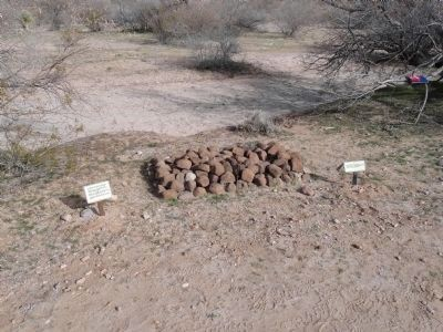 Grave between Stagecoach Road and Wash Photo, Click for full size