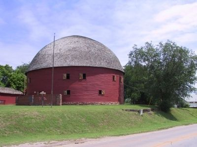 Arcadia Round Barn image. Click for full size.