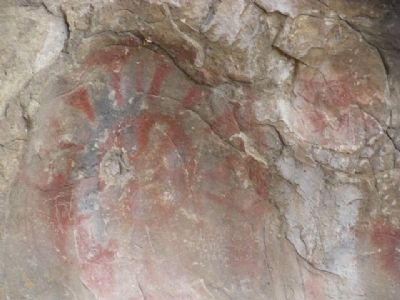 Paintings on the wall within the horseshoe of Painted Rock image. Click for full size.
