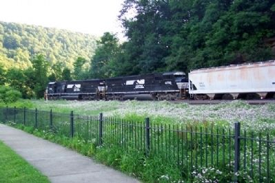 Norfolk Southern Freight Rounds Horseshoe Curve Photo, Click for full size