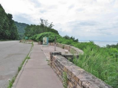 Reads Landing / Lake Pepin Scenic Overlook image. Click for full size.