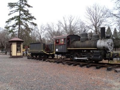 3-Sided Watchman's Shanty and Locomotive image. Click for full size.