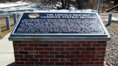 The Lincoln Highway - Gardiner Station Section Marker image. Click for full size.