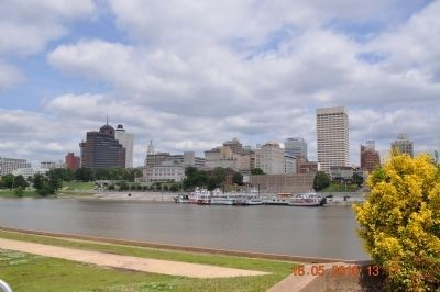 Memphis on the banks of the Mississippi River image. Click for full size.