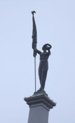 Top Statue image. Click for full size.