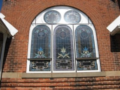 First Congregational Church - South side windows image. Click for full size.