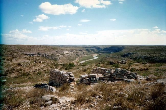 Stone ruins of Vinegaroon high above the Rio Grande River image. Click for full size.