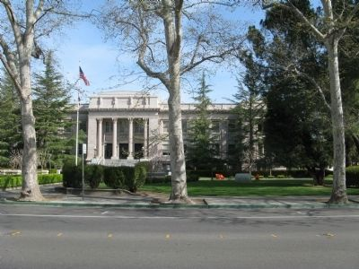 Yolo County Courthouse image. Click for full size.