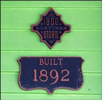Plaques Indicating When the House Was Built & Than it Survived the 1900 Galveston Storm image. Click for full size.