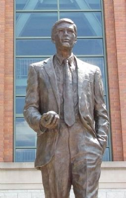 Allan H. Selig Statue image. Click for full size.