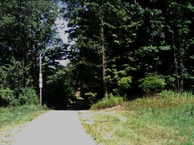 Facing north on footpath leading to Hart's Woods Marker image. Click for full size.