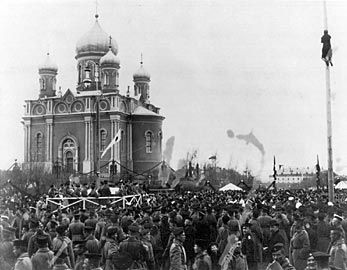 <i>Kirkkopuisto</i> - the Russian garrison celebrating their church&#39;s centennial. image. Click for full size.