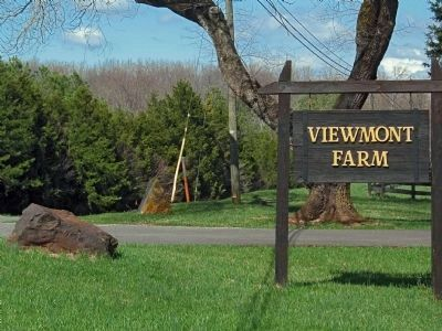 Viewmont Farm Sign image. Click for full size.