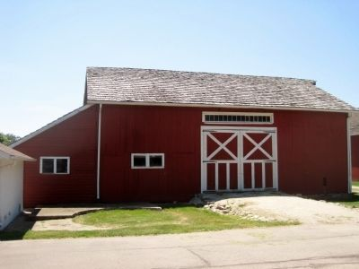 English three-bay barn image. Click for full size.