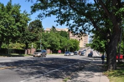 Entrance to Maplewood Park as seen from Diving Park Ave. - facing east image. Click for full size.