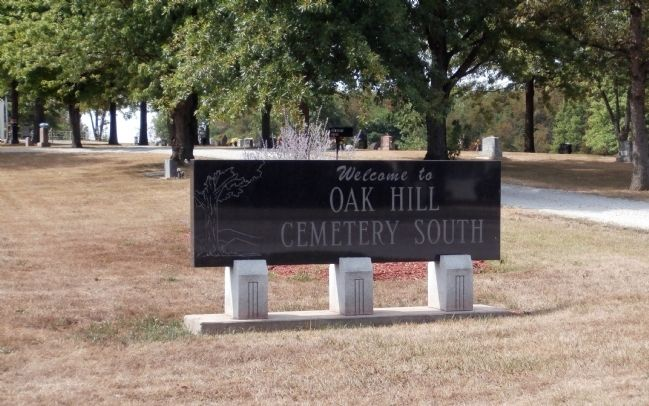 "Sign - - "" Oak Hill Cemetery South "" image. Click for full size."