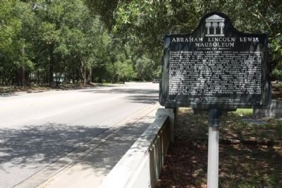Abraham Lincoln Lewis Mausoleum Marker along Moncrief Road,looking north image. Click for full size.