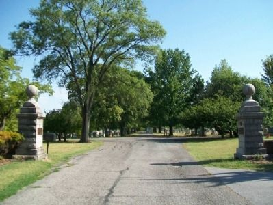 Columbia Cemetery Entrance and Markers Photo, Click for full size