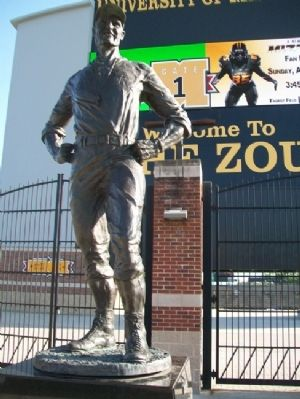 Don Faurot Statue image. Click for full size.