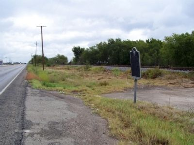 The Powell Oil Field Marker, looking east along Texas Route 31 image. Click for full size.